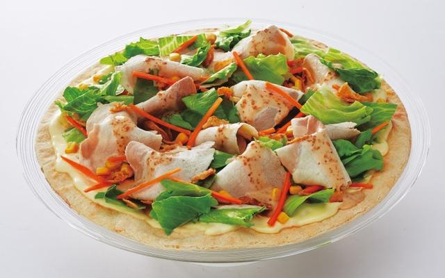 画像: 【豚しゃぶの冷製ピザセット】 Mサイズ ¥2,100(税別) ドリンク2本付き ※伊藤園健康ミネラルむぎ茶、またはコカ・コーラ他各種ドリンクの中からお選びください。