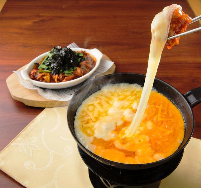 画像2: とろ~りチーズ&旨辛鶏肉が最強タッグすぎる!