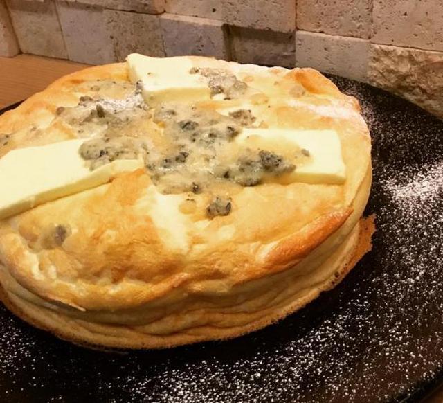 画像: 「ゴルゴンゾーラとクリームチーズのスフレパンケーキ」(1,540円消費税別)