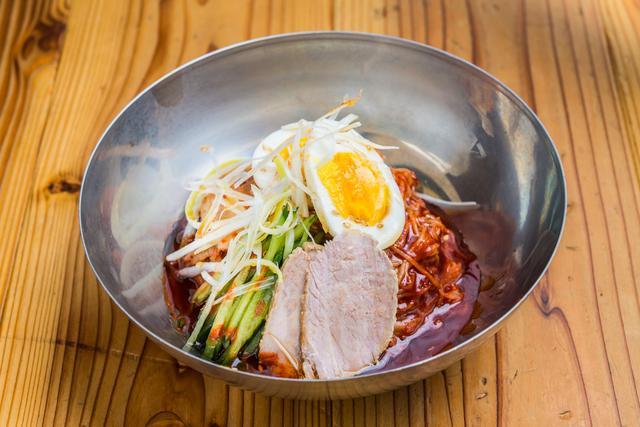 画像: 【ピビン麺】程よい辛みと旨みのある甘辛冷麺!