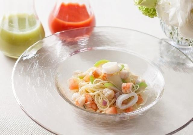 画像: ■イタリア料理「イル・テアトロ」『UN'ESTATE ITALIANA~イタリアの夏~』 南イタリアの華やかな夏の味覚をお届けします!ランチコースでは、夏季限定でマンゴースイーツや初夏の愛らしいスイーツが並ぶ、デザートワゴンが登場。お好きなスイーツをお好きなだけどうぞ。 また、イタリアの夏を想わせる、新鮮な桃と魚介のスパイシーな冷製カッペリーニパスタはシェフおすすめの一品。ディナーコースでは、パッションフルーツとマンゴーのソースを添えた活オマール海老のソテーなど、地中海沿岸の風と夏の太陽をイメージしたメニューをご用意いたします。