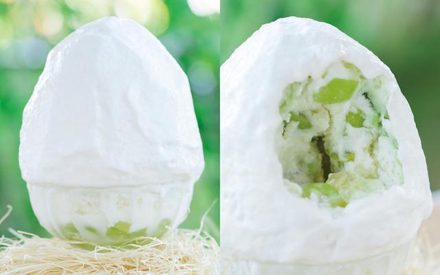 画像: マスカットかき氷 ¥1,550(税別)8月初旬発売予定 《説明》鮮やかなマスカット色が可愛らしいかき氷。中に忍ばせた特製の白ワインゼリーとかき氷でさっぱりとした味わいが楽しめます。