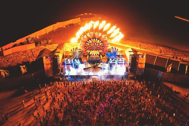 画像8: 灼熱の美らSUNビーチで15,000人が音楽に酔いしれる…