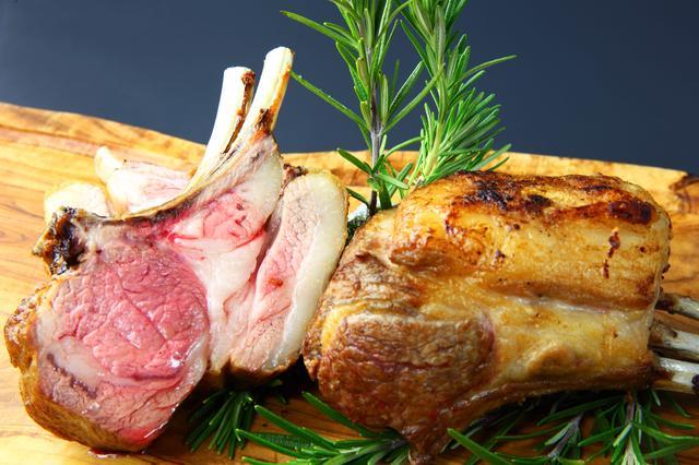 画像: オーストラリア産仔羊骨付き背肉のロースト