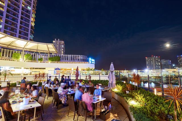 画像2: 横浜港の潮風を感じるテラス席で夜景と楽しむ 「シーフードBBQ」はいかが?