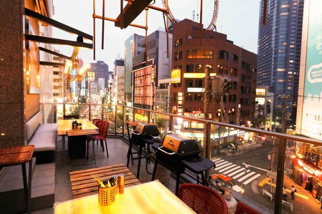 画像: 日中はカフェ、夜はBBQ。新感覚のオープンエアスポット