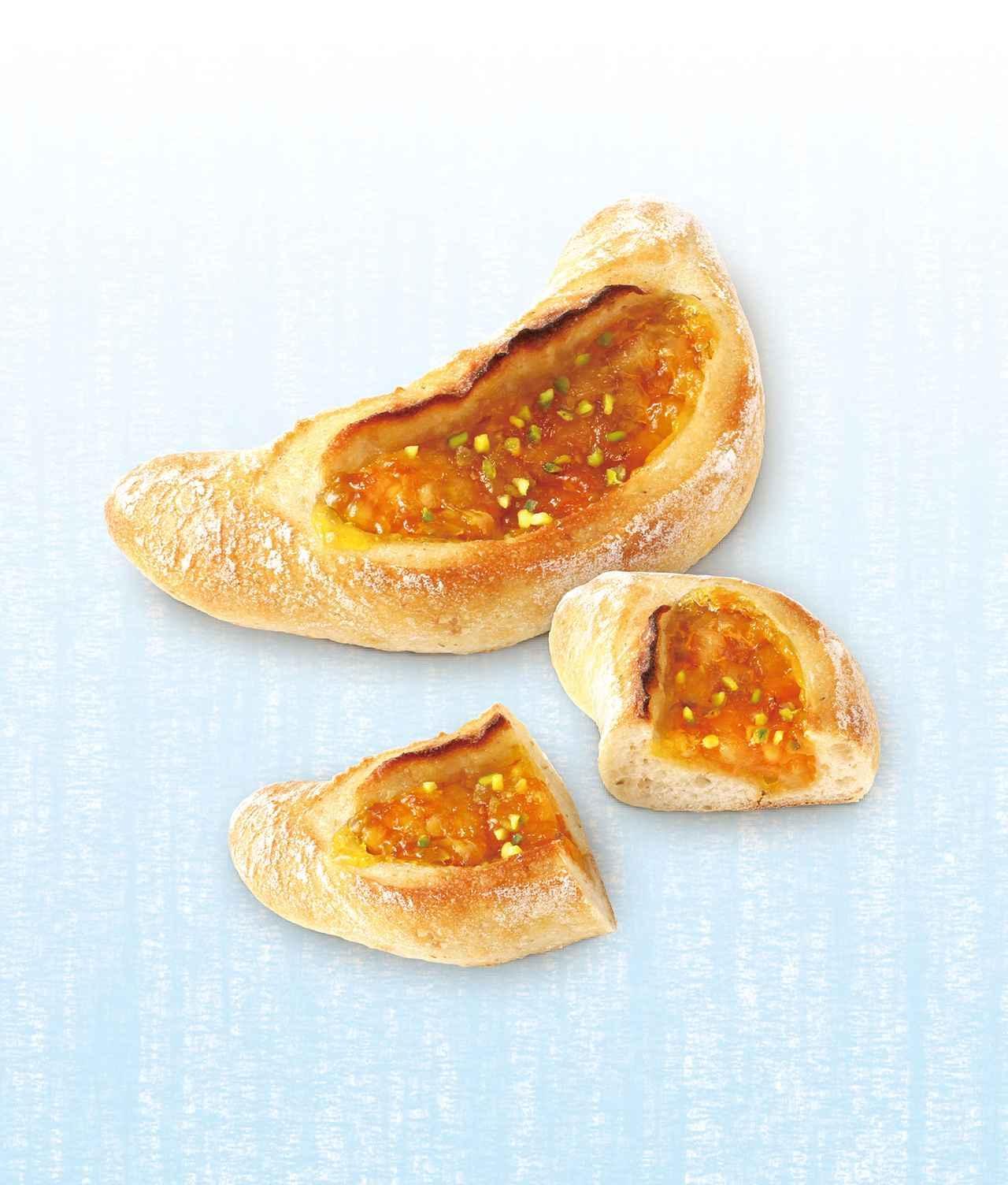 画像: オレンジ・ルヴァン 本体価格¥250(税込価格¥270) 酸味が特徴的なパン・オ・ルヴァン生地に、爽やかなオレンジの味わいを合わせて焼き上げました。
