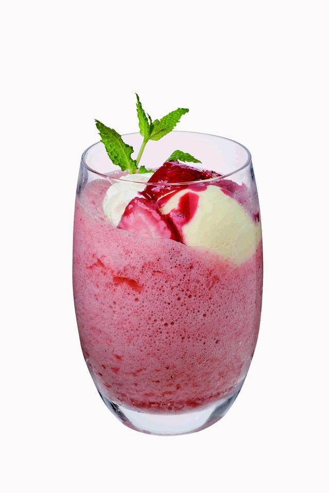 画像: グラニータ(ストロベリー/レモン全2種) 各¥626(カプリカフェ) イタリアの夏の大定番ドリンク。爽やかな果実を感じる一品。