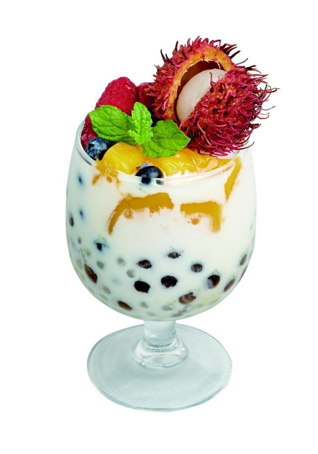 画像: ランプータンとタピオカミルク ココナッツアイス添え ¥820(南翔饅頭店) ライチやマンゴーなどが入った南国の風薫るトロピカルなドリンク。
