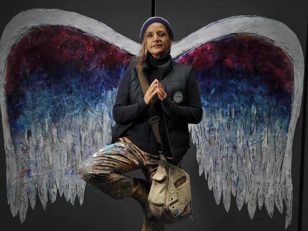"""画像: <Colette Miller(コレット・ミラー)氏プロフィール> ヴァージニア州ヴァージニア州出身 ロスアンゼルス在住。Richmond Virginia Commonwealth Universityアートスクールを卒業。UCLAにて映画研究・編集を勉強しドキュメンタリー映画project""""The Global Angel""""を立ち上げる。2012年ストリートアート""""Angel Wing Project""""スタートし世界へと広げていき、瞬く間にSNSによってムーブメントとなったアーティスト。"""