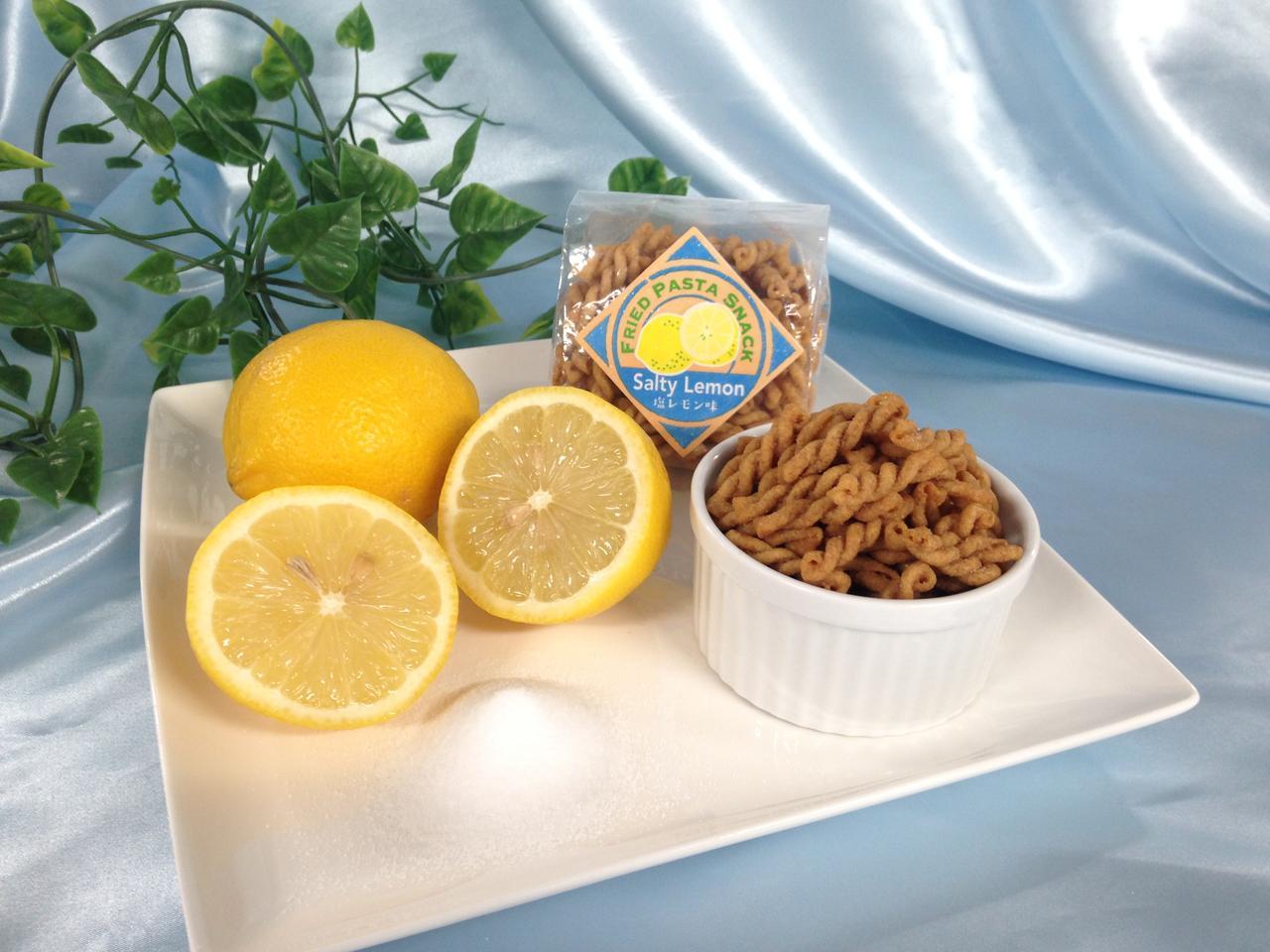 画像: SNSで話題のフライドパスタスナック夏季限定「塩レモン味」