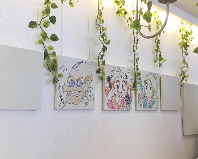 画像2: 赤い館の庭と森をイメージしたカフェ