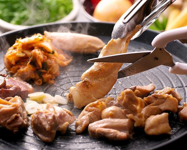 画像1: 大阪の鶏専門店「北新地鳥屋」で新名物『鶏ギョプサル』を喰らう!