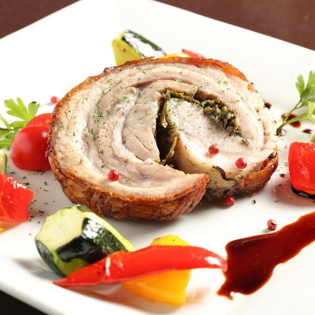画像: グリルポーク ポルケッタ S 900円 M 1,580円 ハーブ香る ベネチアの名物料理