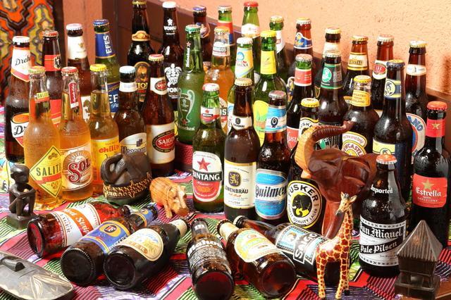画像: 飲み放題提供ビール 一例 ヒューガルデンホワイト(ベルギー)、レーベンブロイ(ドイツ)、タスカ(ケニア)、ひなの(タヒチ)、333(ベトナム)など40種。