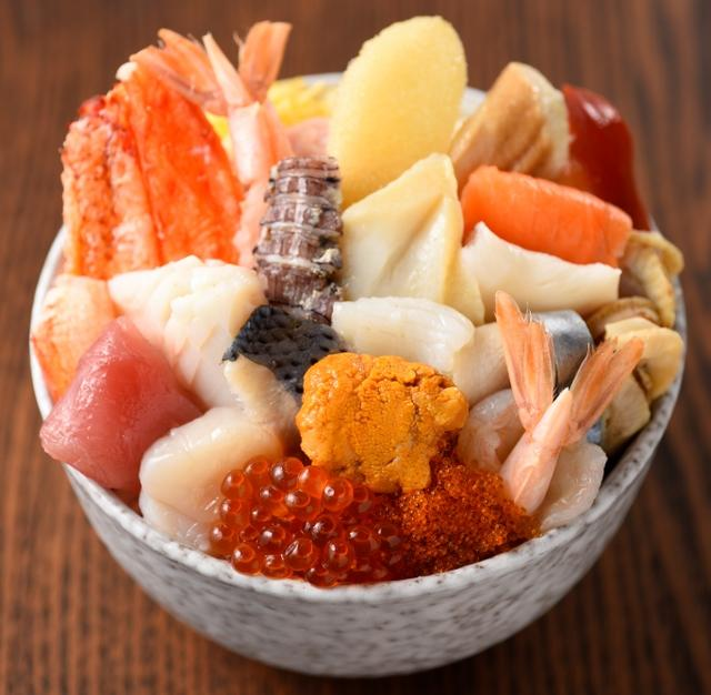 画像: (寿司)鮨のぶ「25種盛り丼」(1人前、2,500円)京王百貨店限定