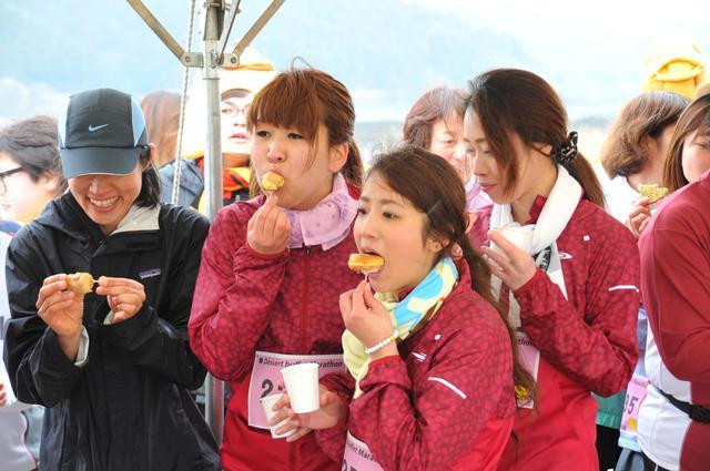 画像2: マラソン×デザートビュッフェ!?給水所で食べ放題!