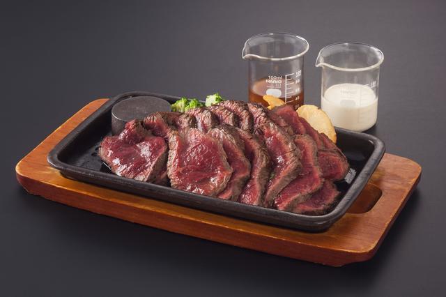 画像: 「拷問ステーキアイアンメイデン」 メインのお肉は赤身のランプ肉を使用!