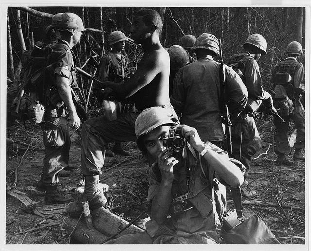 画像: ピュリッツァー賞カメラマンが戦場で見つめて悲しみと希望