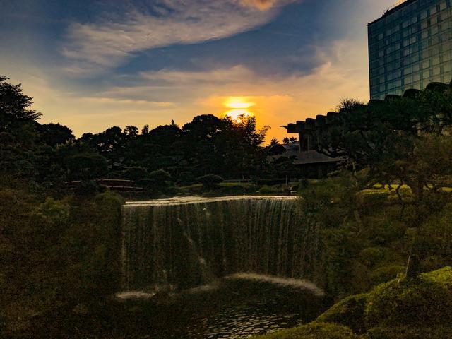 画像: 400年の歴史を誇る1万坪の日本庭園を眺めながら、上質な音楽とホテルこだわりの料理を楽しむ