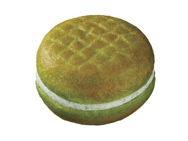 画像: ●パインとほうれんそう(81円) こまつなパウダーを練りこんだイースト生地に、 パインとほうれんそうの豆乳ホイップをサンドいたしました。
