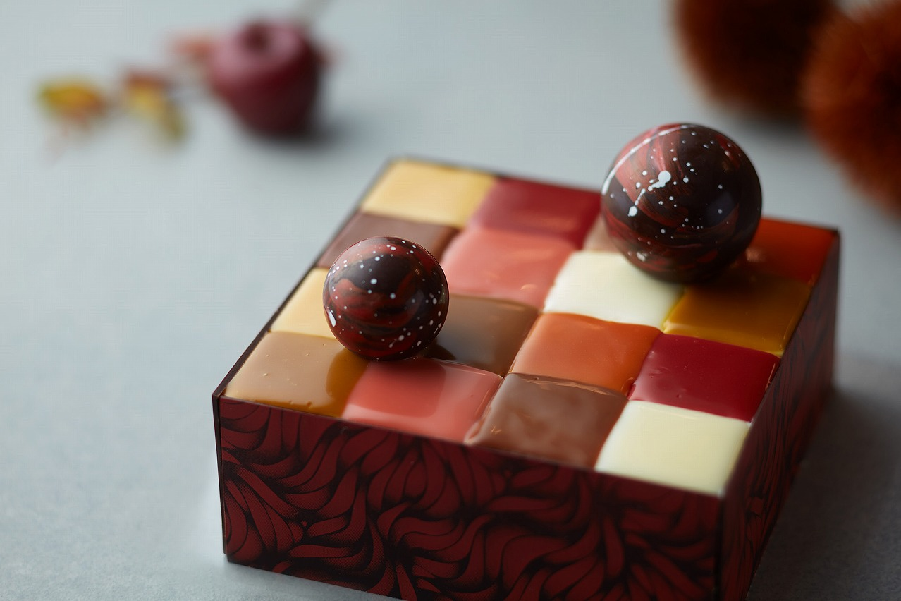画像: 栗、リンゴ、洋梨など8種類の味が楽しめる! 紅葉をイメージした秋のモザイクケーキ新登場