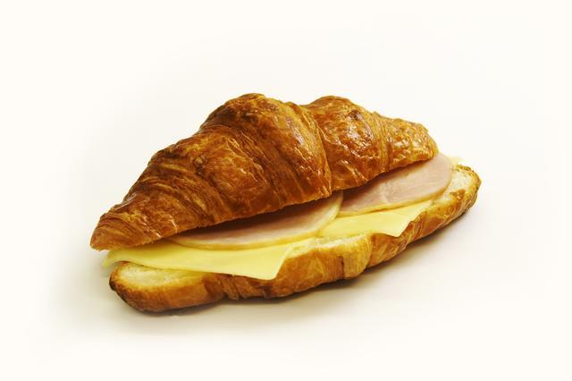 画像: ●ハムチーズ 400円 ゴーダチーズとハムを贅沢に使ったシンプルな定番サンドイッチ