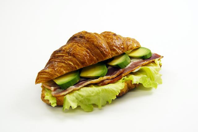 画像: ●ベーコンアボカド 460円 フレッシュなアボカドとベーコン、レタスを挟んだサンドイッチ