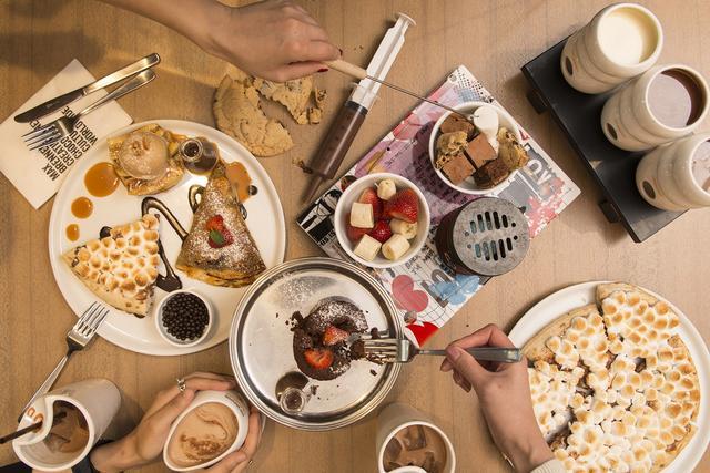 画像3: 「マックス ブレナー」人気No.1の 「チョコレートチャンクピザ」を初のカップアイスで表現!