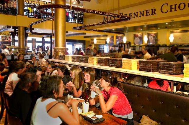 画像2: 「マックス ブレナー」人気No.1の 「チョコレートチャンクピザ」を初のカップアイスで表現!