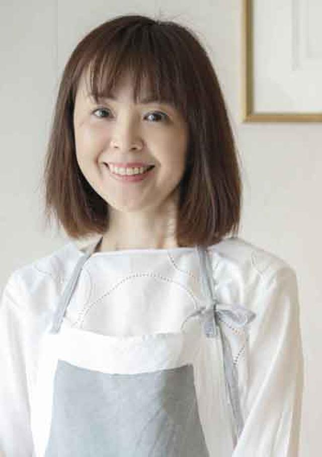 """画像: 著者プロフィール 吉川文子(よしかわふみこ) 1995年より自宅で洋菓子教室を主宰。1999年NHK「きょうの料理大賞」においてお菓子部門受賞。伝統的なお菓子をベースに、新しいエッセンスも盛り込みながらオリジナルレシピを紹介している。また、雑誌や書籍で""""バターを使わないお菓子""""を提案し、人気を博している。"""