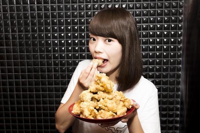 画像2: 新宿歌舞伎町『週プレ酒場』で「唐揚げ食べ放題」キャンペーン開催!