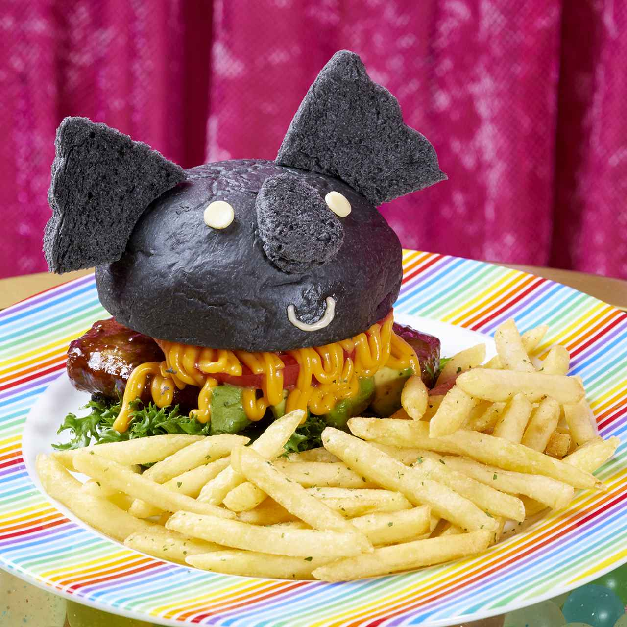 画像: ダークコアマーバーガーセット  ¥2,180(税抜) 黒いコアラのマーチがバーガーになって登場!ジューシーなハンバーグとトマト、アボカドにチーズソースがたっぷり入った絶品バーガーです!