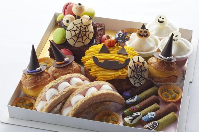 画像: ハロウィンパーティーBOX ガトーショコラのグラサージュショコラかけ・パールクラッカン・かぼちゃのタルト・メガシュー(ハロウィンVer.)・ムースギュウヒのおばけ(フランボ・かぼちゃ・抹茶)・ チョコフィナンシェ&抹茶フィナンシェのネイル風など、ハロウィン感満載のスイ―ツがつまった贅沢なパーティーBOXです。 ・料金:¥6,666 ・期間:10月1日(日)~10月31日(火) ※期間中は3日前まで予約販売となります。 ハロウィン当日は、店頭でも販売いたします。