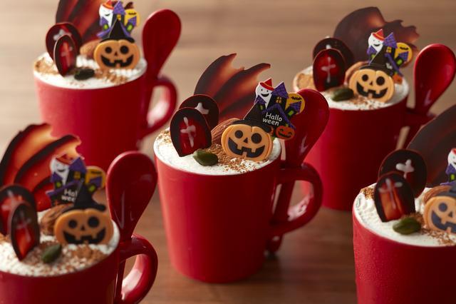 画像: かぼちゃプリン かぼちゃを使ったプリンと生クリームの相性が絶妙な一品です。 ・料金:¥580 ・期間:10月1日(日)~10月31日(火)