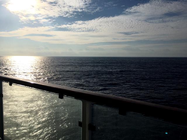 画像: お部屋からの海を!
