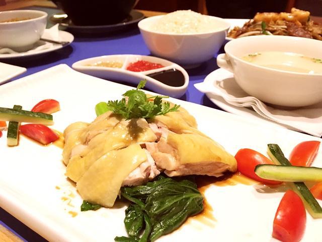 画像: 東南アジアレストラン「ブルーラグーン」のハイナンチキンライスは絶品です。
