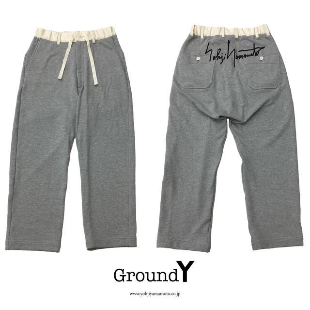 """画像: 1F Ground Y ヨウジヤマモト社のフィルターを通し """"ジェンダーレス""""、""""エイジレス""""なスタイルで、ファッションの新たな可能性を提案するブランド「Ground Y」より手書きロゴをプリントした限定スウェットパンツをご紹介します。"""