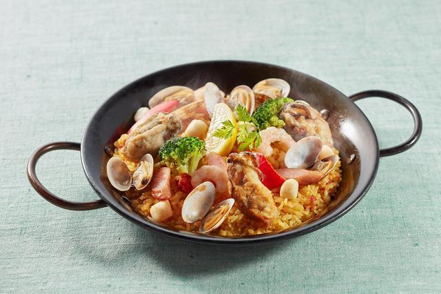 画像: 広島産牡蠣とシーフードのパエリア 1,099円