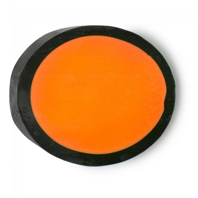 画像: 『マジックワンドソープ』(ソープ) ¥730 (税込) / 120g オレンジとタンジェリンが奏でる泡のリズムにワクワクした気持ちが盛り上がります。ザクロ果汁が肌をすっきり爽快に仕上げながらも、甘い香りの余韻を残してくれます。