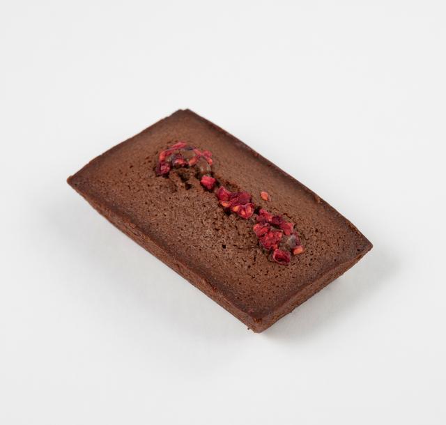 画像: ●フィナンシエ ショコラ フランボワー フランボワーズパウダー入りの濃厚なショコラ生地は、甘酸っぱさがふわっと広がります。
