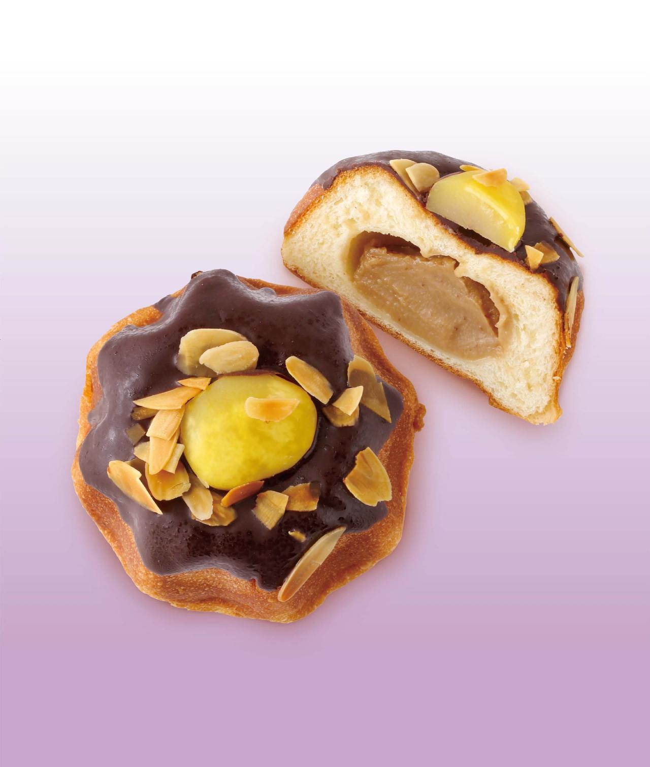 画像: モンブラン 本体価格¥240(税込価格¥260) *販売期間:10/1(日)~10/17(火) バターの風味豊かな生地に香ばしい味わいの和栗あんを包み、焼き上げました。栗の甘露煮とチョコをあしらい、贅沢に仕上げました。