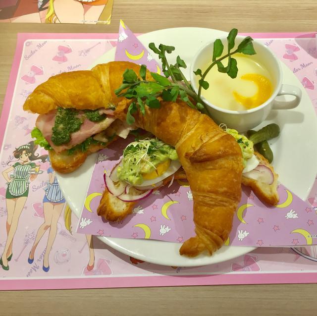 画像: うさぎちゃんのお寝坊クロワッサンサンドイッチ/¥1,390