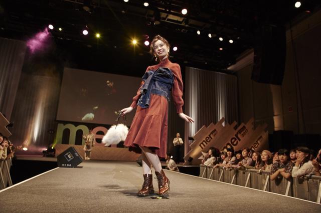 画像: 高橋愛プロデュースによる高橋愛私服ファッションショーに登場したるうこ