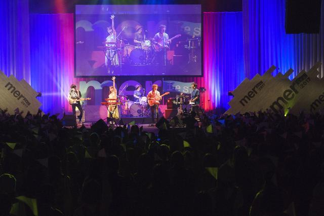 画像: モデルとしても活躍するタカハシマイが所属するCzecho No Republicによるライブステージ