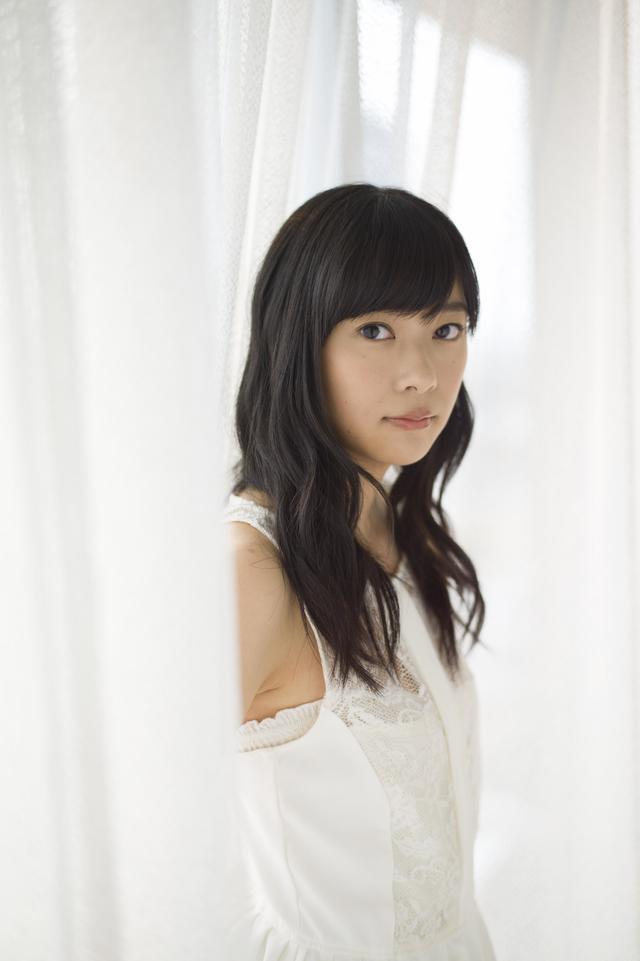 画像: 指原莉乃さんプロフィール 1992年11月21日生まれ。HKT48チームH兼STU48のメンバー。またHKT48劇場支配人、STU48劇場支配人も務める。ソロでもバラエティやドラマ、映画、CM、舞台など多方面で活躍している。「AKB48 49thシングル選抜総選挙」において、AKB48の選抜総選挙では史上初となる3連覇(通算4回目)を達成した。