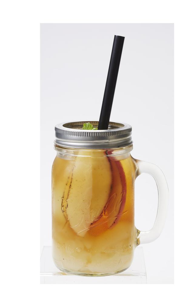 """画像: 【""""焦がし""""フルーツのゼリージャー】 580円(税抜) 風味豊かなアップルシナモンティーに、香ばしく焦がしたアップルと洋梨を入れました。アクセントのライチゼリーと共にお召し上がりください。"""