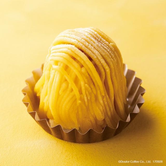 """画像: 商品名:国産和栗のモンブラン 販売価格:500円(税込) 国産和栗クリームの中に、ホイップクリームと和栗ペーストと芋ペーストを使ったカスタードが入ったモンブラン。ほどよい甘さの中に、秋の味覚""""栗""""の風味が広がります。"""