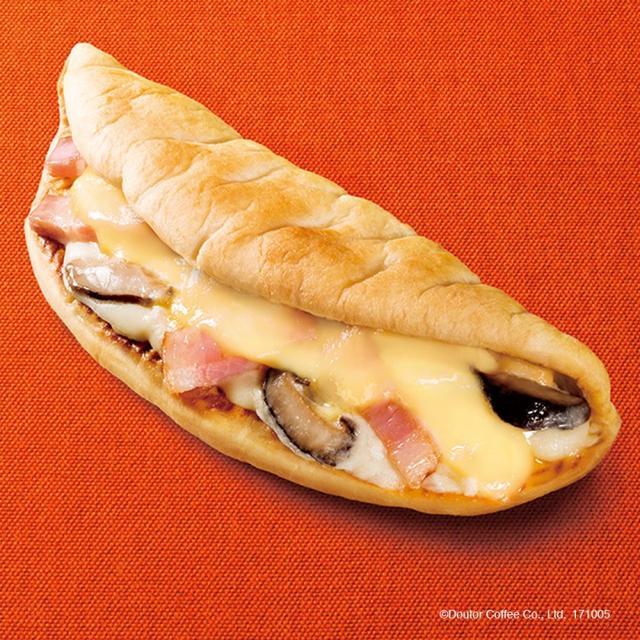 画像: 商品名:カルツォーネ 6種のチーズとイベリコベーコン 価 格:340円(税込)
