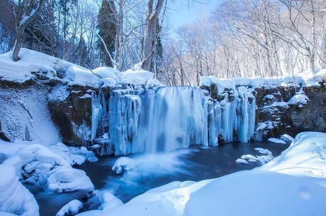 画像1: 日本初!温泉につかって氷瀑を眺められる露天風呂